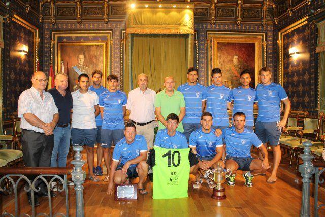 Los subcampeones de España de Fútbol Playa son recibidos en el ayuntamiento y reciben una placa de homenaje, Foto 2