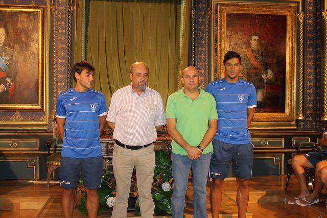 Los subcampeones de España de Fútbol Playa son recibidos en el ayuntamiento y reciben una placa de homenaje, Foto 3