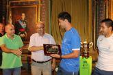 Los subcampeones de España de Fútbol Playa son recibidos en el ayuntamiento y reciben una placa de homenaje