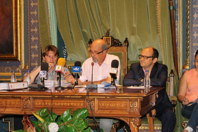 El pleno municipal aprueba los presupuestos con los votos de PSOE, UIDM, IU y PAREMA, Foto 1