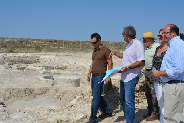 El consejero de Cultura visita el yacimiento arqueológico de la villa romana de Los Villaricos - 2, Foto 2