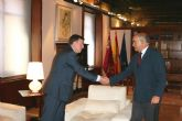 El jefe del Ejecutivo regional recibe al presidente de la Mancomunidad de los Canales del Taibilla, Adolfo Gallardo