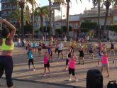 El Fitness Playa lleva cada día a decenas de personas que practican deporte gratuitamente en las playas de Santiago de la Ribera y La Manga
