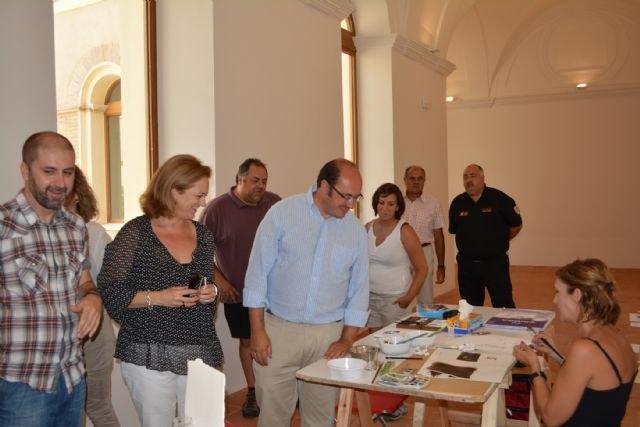 El consejero de Cultura y el alcalde de Mula clausuran el taller sobre técnicas de acuarelas impartido por el artista muleño Nono García - 1, Foto 1