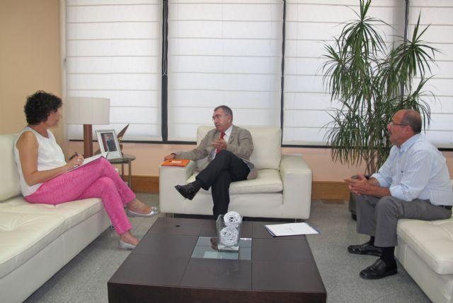La alcaldesa de Puerto Lumbreras se reúne con el consejero de Fomento, Obras Públicas y Ordenación del Territorio para analizar cuestiones de interés para el municipio - 1, Foto 1