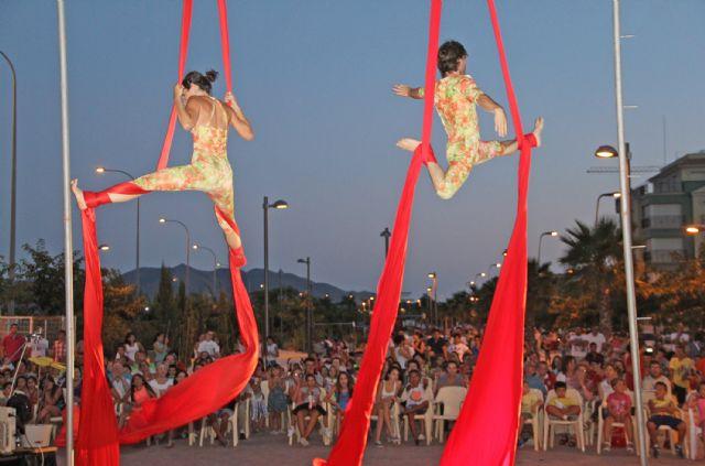 Teatro de calle con malabares, acrobacias y humor en Puerto Lumbreras - 1, Foto 1