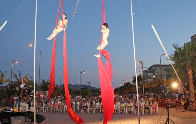 Teatro de calle con malabares, acrobacias y humor en Puerto Lumbreras - 2, Foto 2