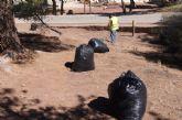 Continúa con la campaña de limpieza intensiva en las zonas recreativas del paraje de La Santa