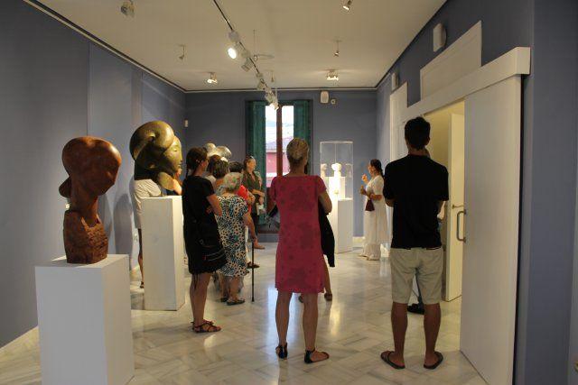 Lola Arcas muestra sus fuentes de inspiración en su exposición de las Casas Consistoriales, Foto 3