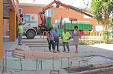 El Ayuntamiento realiza obras de acondicionamiento y mejora en los colegios del municipio durante los meses de verano