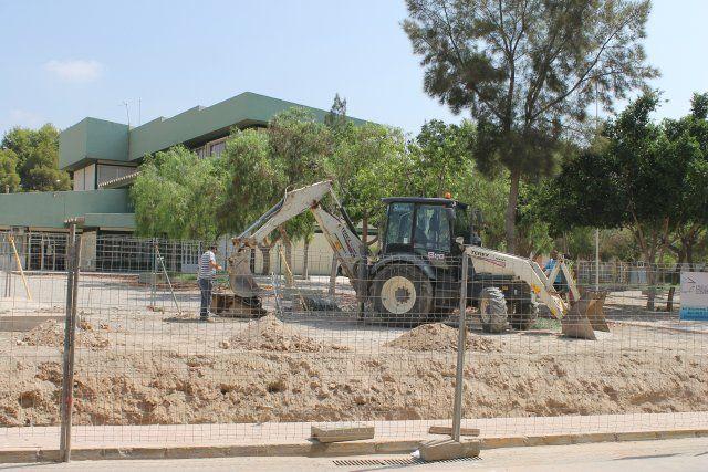 El ayuntamiento procede a la reparación del vallado del colegio Francisco Caparrós, Foto 2