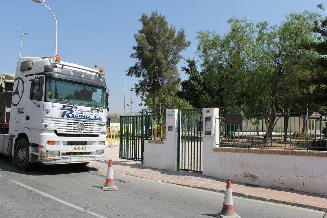 El ayuntamiento procede a la reparación del vallado del colegio Francisco Caparrós, Foto 3