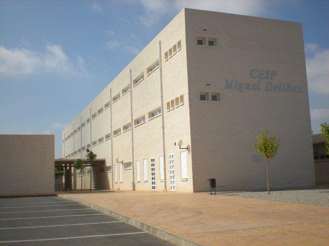 La Escuela Oficial de Idiomas mantiene su ubicación en el colegio Miguel Delibes, Foto 1