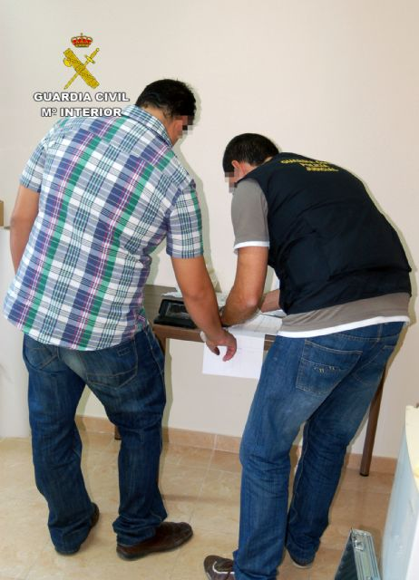 La Guardia Civil detiene por tercera vez en este año al propietario de un establecimiento por realizar estafas a través de Internet - 1, Foto 1