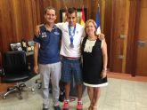 La alcaldesa recibe al atleta paralímpico Lorenzo Albaladejo