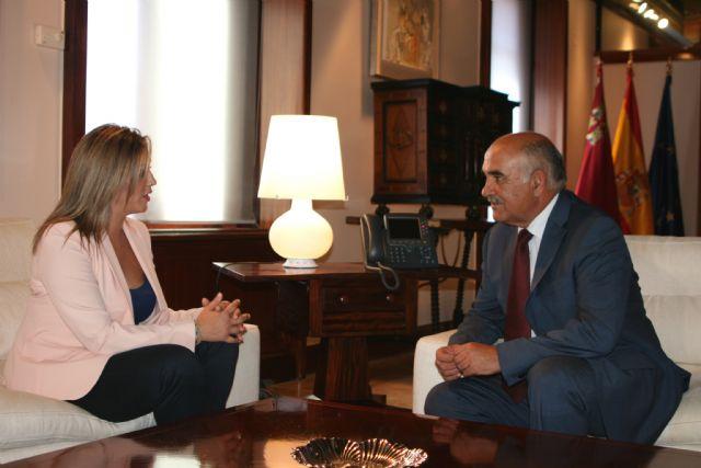 El jefe del Ejecutivo murciano recibe a la alcaldesa de Torre Pacheco, Josefa Marín Otón - 2, Foto 2