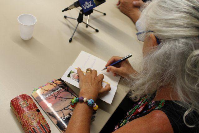 Carmen Laseca presenta su obra poética Con todos los sentidos - 2, Foto 2