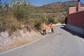 La Dirección General de Carreteras procede a la limpieza de cunetas y desbroce de obstáculos que invaden la carretera de La Huerta
