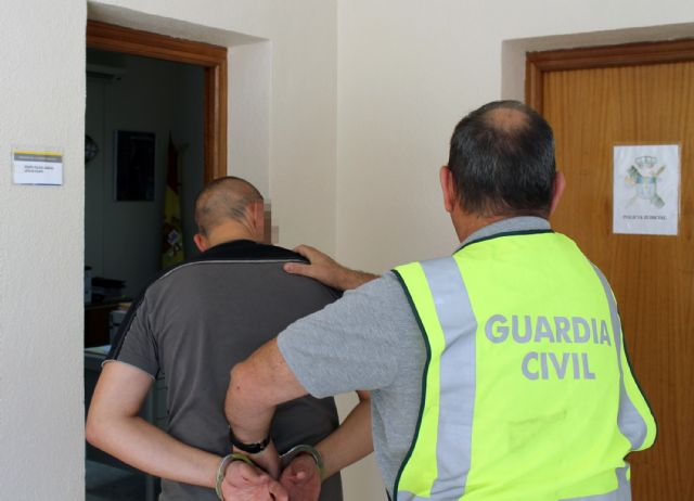 La Guardia Civil detiene al propietario de una sala de fiestas por la supuesta simulación de un atraco para estafar a la aseguradora - 3, Foto 3