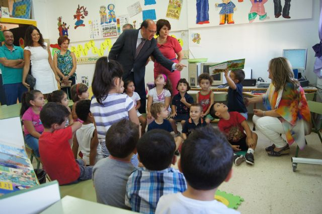 El Consejero de Educaci�n y la Alcaldesa visitan el Colegio de San Jos�, Foto 1