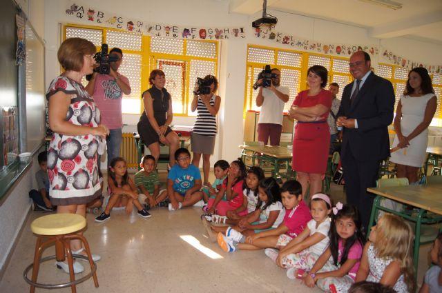 El Consejero de Educaci�n y la Alcaldesa visitan el Colegio de San Jos�, Foto 2