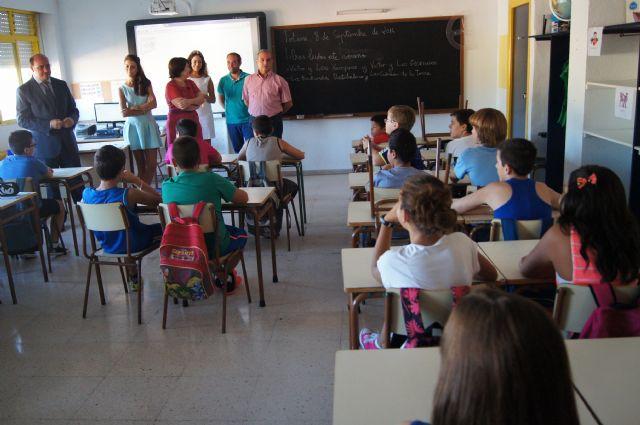 El Consejero de Educaci�n y la Alcaldesa visitan el Colegio de San Jos�, Foto 4