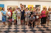 Autoridades municipales asisten a la inauguración de la muestra de pintura La Libertad del Color