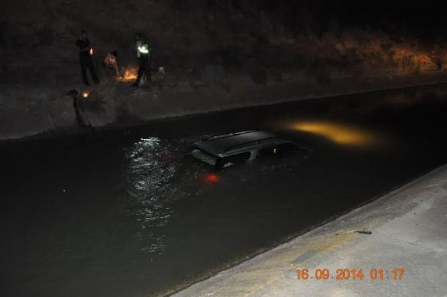 Local Police rescue the driver of a vehicle that had rushed to the shipping channel, Foto 3