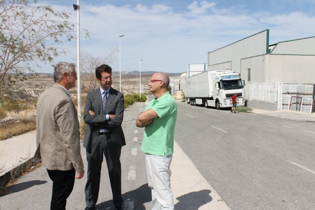 Juan Carlos Ruiz visita el polígono industrial de Albudeite - 1, Foto 1