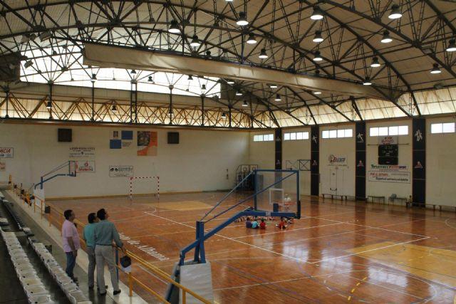 El Ayuntamiento de Alhama de Murcia invierte en nuevos proyectores de iluminación LED para el Pabellón Deportivo Adolfo Suarez, Foto 3