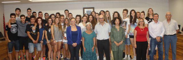 La Alcaldesa de Torre-Pacheco recibe a los alumnos españoles e italianos que participan en un intercambio lingüístico y cultural - 1, Foto 1