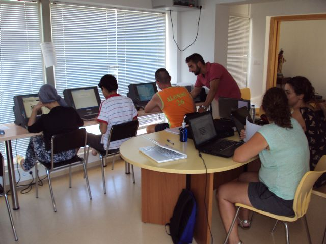 Finalizan los cursos de formación sobre Internet y aplicaciones ofimáticas en la nube para usuarios de las aulas de libre acceso - 1, Foto 1