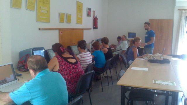 Finalizan los cursos de formación sobre Internet y aplicaciones ofimáticas en la nube para usuarios de las aulas de libre acceso - 2, Foto 2