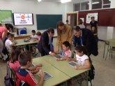 Educación entrega 41 ´tabletas´ a los alumnos y profesores del CEIP Nuestra Señora de los Remedios para favorecer el éxito escolar
