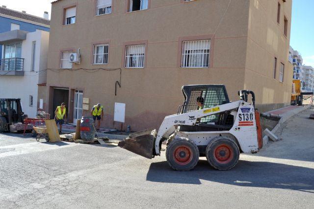 Siguen los trabajos de embellecimiento y mejora de los servicios por los barrios de Águilas - 1, Foto 1