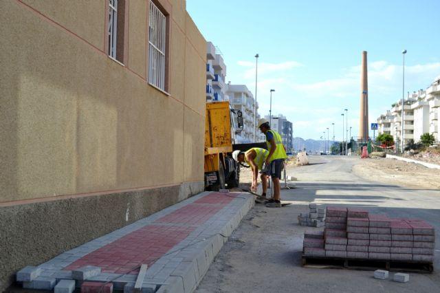 Siguen los trabajos de embellecimiento y mejora de los servicios por los barrios de Águilas - 2, Foto 2