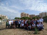 Voluntarios colaboran en la recuperación de especies dunares amenazadas de La Manga en el Monte Blanco