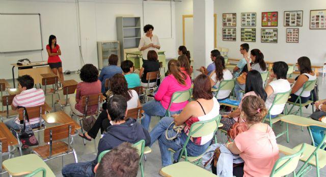 Se amplía la oferta formativa de la extensión de la Escuela Oficial de Idiomas en Puerto Lumbreras este curso 2014/2015 - 1, Foto 1