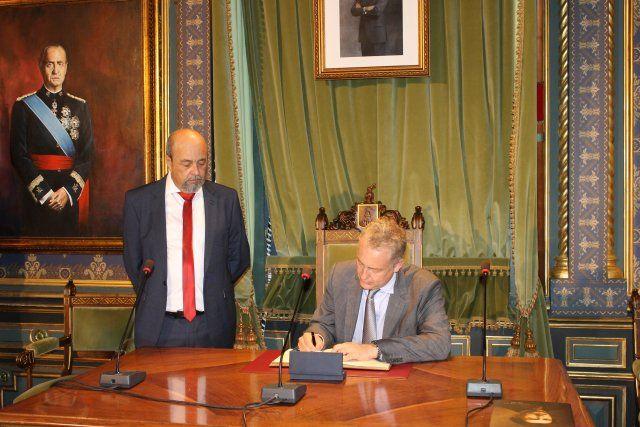 El embajador británico mantiene un encuentro con asociaciones y residentes de su país en Mazarrón - 4, Foto 4