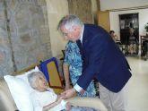 El concejal de Atención Social visita a las centenarias Teresa y Anacleta