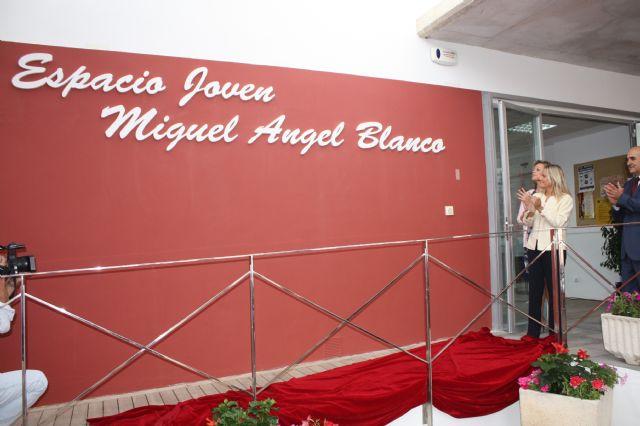 María del Mar Blanco presente en el acto de denominación del Espacio Joven de Balsicas con el nombre de su hermano Miguel Ángel Blanco - 3, Foto 3
