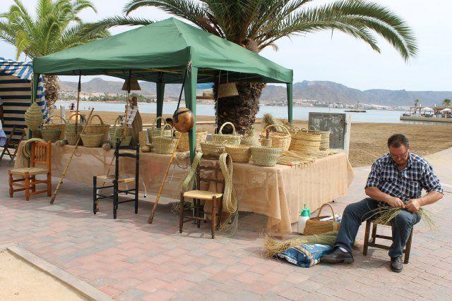 Más de 60 artesanos exponen sus trabajos en el paseo marítimo - 2, Foto 2