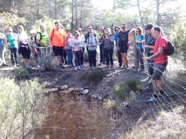 La concejalia de Deportes organizó una ruta de senderismo por la Zarzadilla de Totana, Foto 1