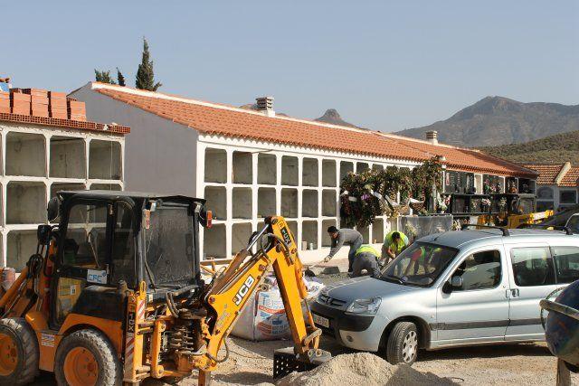El ayuntamiento acomete obras de arreglo en los cementerios por valor de 100 mil euros, Foto 2