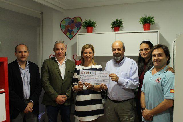 La Asociación Todo Corazón de Murcia recibe un cheque benéfico de cerca de cinco mil euros, Foto 1
