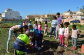 El concejal de Agricultura y Medio Ambiente Antonio Luengo destaca el valor y el buen funcionamiento de los huertos escolares en el municipio