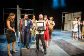 La directora del Festival de Teatro, Música y Danza de San Javier entregó el Premio del Público a 'El Eunuco'