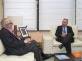 El consejero de Fomento, Obras Públicas y Ordenación del Territorio recibe al presidente del Real Club de Regatas de Cartagena