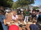 El mercadillo artesano de La Santa congrega a numeroso público el pasado domingo, gracias a la buena climatología