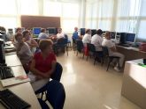 Trabajadores del Ayuntamiento torreño aprenden a 'sacarle punta' al ordenador